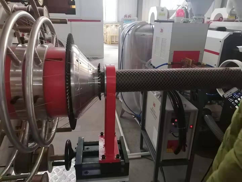 pe钢丝网骨架复合管生产线